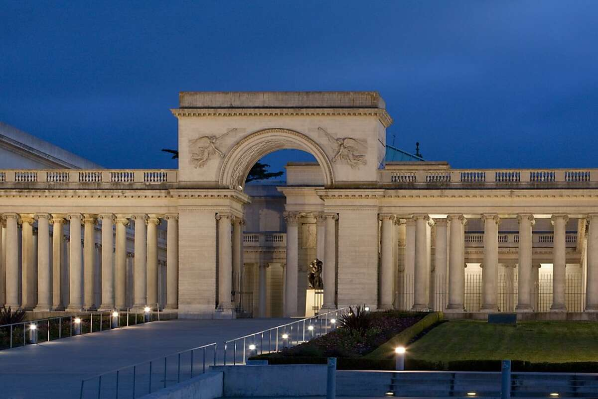 The Legion of Honor courtyard has long been an ideal outdoor venue for special events of all kinds, including weddings.