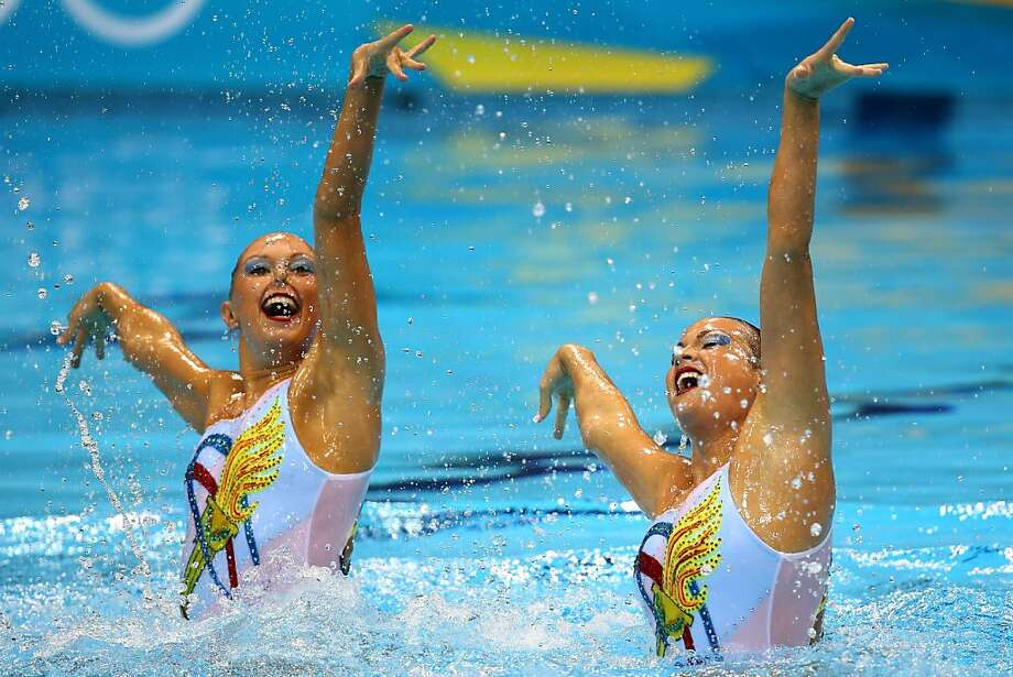 Mary Killman and Mariya Koroleva compete in the synchronized swimming duet free routine preliminaries. Photo: Al Bello, Getty Images