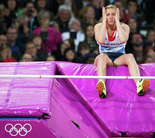 Holly Bleasdale of Great Britain reacts after failing to clear 4.55 meters in her final attempt during the women's pole vault final at the 2012 London Olympics on Monday, Aug. 6, 2012. Photo: Smiley N. Pool, Houston Chronicle / © 2012  Houston Chronicle