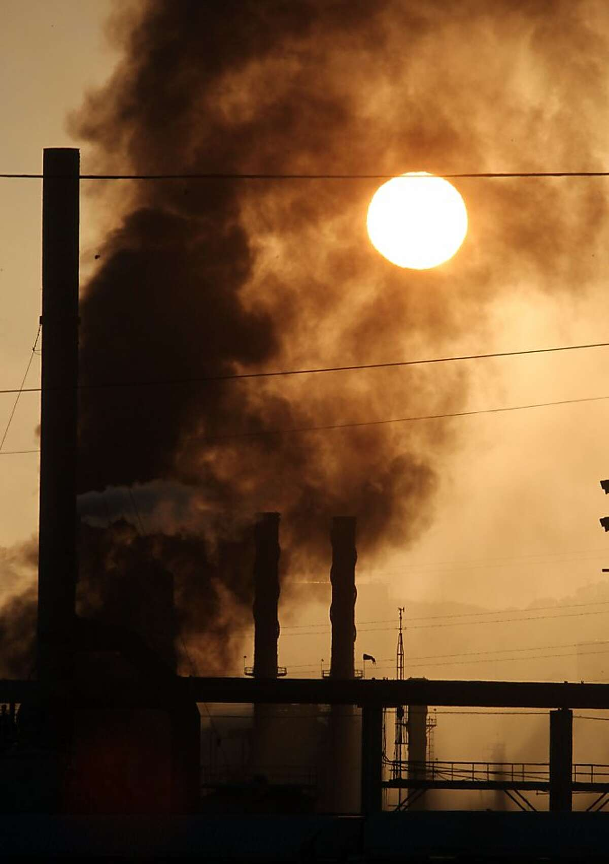 Smoke from a Chevron Oil refinery fire fills the sky above Richmond Calif, on Monday August 6, 2012.