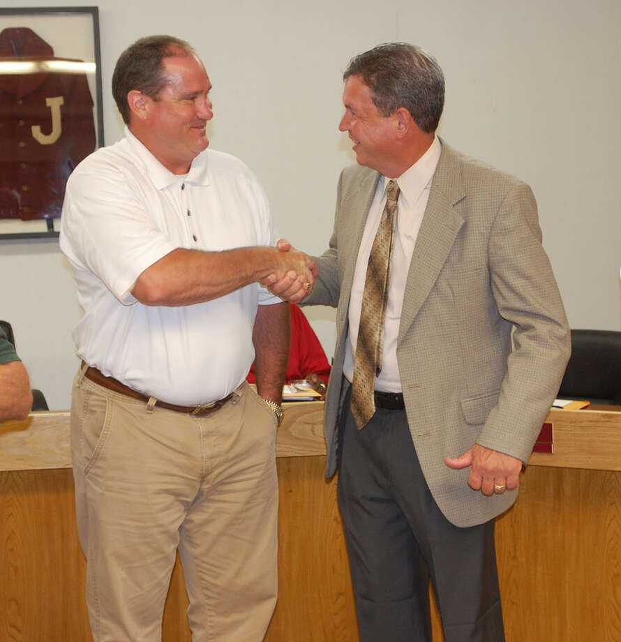 JISD Board President Kevin Kipp welcomes Dr. Richard Skuza to Jasper after he was formally accepted as the new superintendent of schools Monday, Aug. 6. Photo: Jimmy Galvan