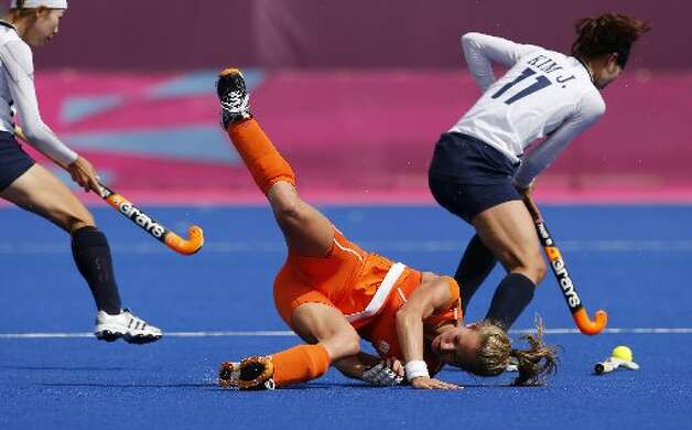 Falling in field hockey looks painful. (AP)