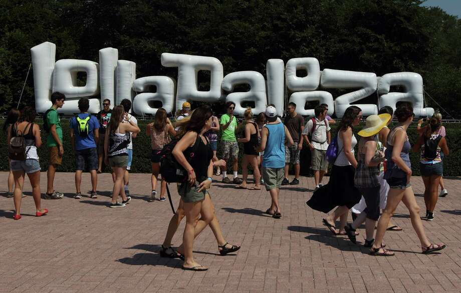 Music fans enter the Lollapalooza music festival in Chicago's Grant Park on Friday, Aug. 3, 2012. Photo: STEVE MITCHELL/INVISION/AP