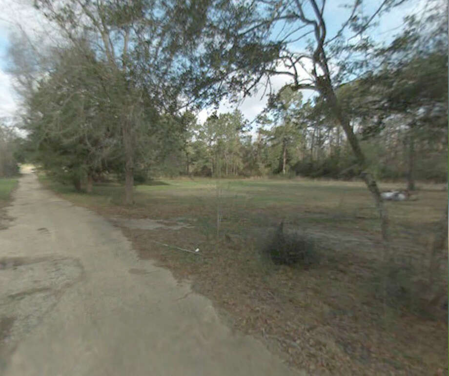 Beaty Street is heavily wooded, the actor with the gun on Monday ran into these woods and found himself lost within a short period of time but thanks to the Jasper Police Department he was able to find his way back out.