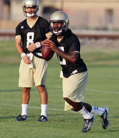 Texas State University quarterback Shaun Rutherford (17) drops back for a pass during football practice in San Marcos on Tuesday, August 7, 2012. Photo: Kin Man Hui, San Antonio Express-News / ©2012 San Antonio Express-News