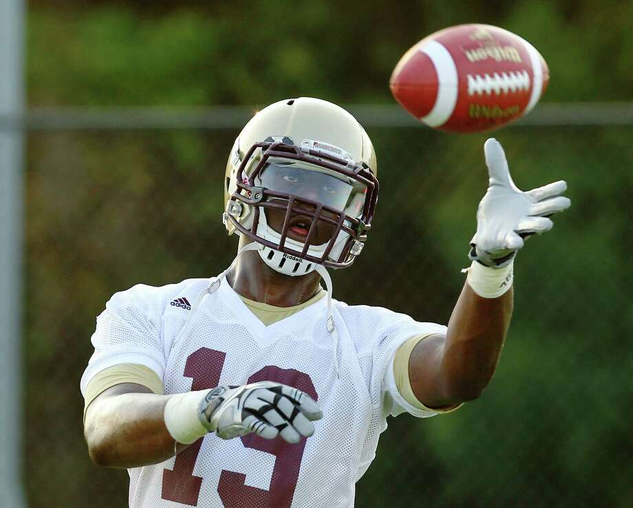Texas State tight end and defensive end Chase Harper is one of the rare two-way players in major college football. Photo: Kin Man Hui, San Antonio Express-News / ©2012 San Antonio Express-News