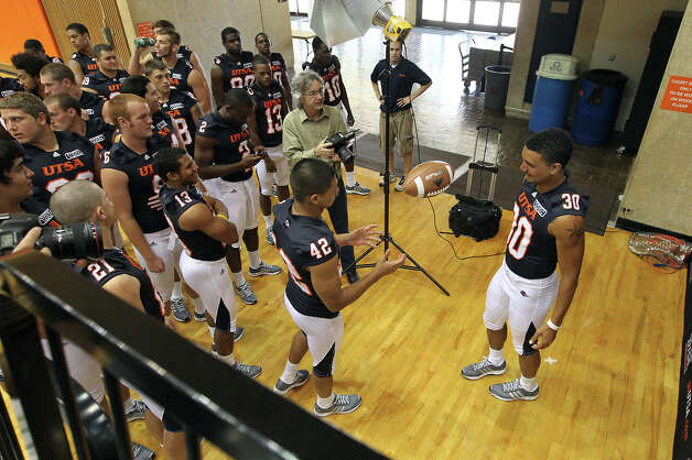 UTSA's Christian Wood (30) tosses the football off to teammate Sal Martinez (42) while getting their portraits taken during the team media day at the Convocation Center on Tuesday, August 7, 2012. The Roadrunners start their season on the road against South Alabama on August 30. Photo: Kin Man Hui, San Antonio Express-News / ©2012 San Antonio Express-News