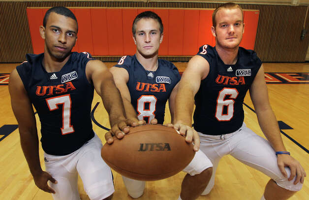 UTSA quarterbacks Ryan Polite (07), starter Eric Soza (08) and Tucker Carter (06) take part in football media day at the Convocation Center on Tuesday, August 7, 2012. Photo: Kin Man Hui, San Antonio Express-News / ©2012 San Antonio Express-News