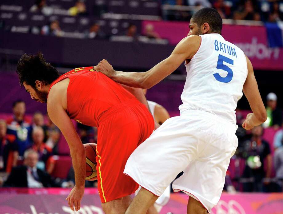 LONDON, ENGLAND - AUGUST 08:  Nicolas Batum #5 of France fouls Juan-Carlos Navarro #7 of Spain late in the fourth quarter during the Men's Basketball quaterfinal game on Day 12 of the London 2012 Olympic Games at North Greenwich Arena on August 8, 2012 in London, England. Photo: Ronald Martinez, Getty Images / 2012 Getty Images