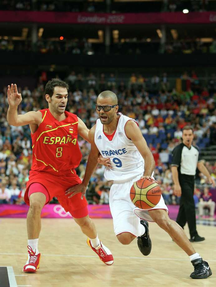 LONDON, ENGLAND - AUGUST 08:  Tony Parker #9 of France drives on Jose Calderon #8 of Spain in the first half during the Men's Basketball quaterfinal game on Day 12 of the London 2012 Olympic Games at North Greenwich Arena on August 8, 2012 in London, England. Photo: Christian Petersen, Getty Images / 2012 Getty Images
