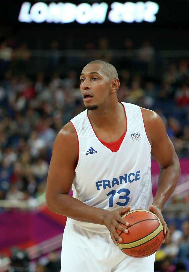 LONDON, ENGLAND - AUGUST 08:  Boris Diaw #13 of France with the ball in the first half against Spain during the Men's Basketball quaterfinal game on Day 12 of the London 2012 Olympic Games at North Greenwich Arena on August 8, 2012 in London, England. Photo: Christian Petersen, Getty Images / 2012 Getty Images