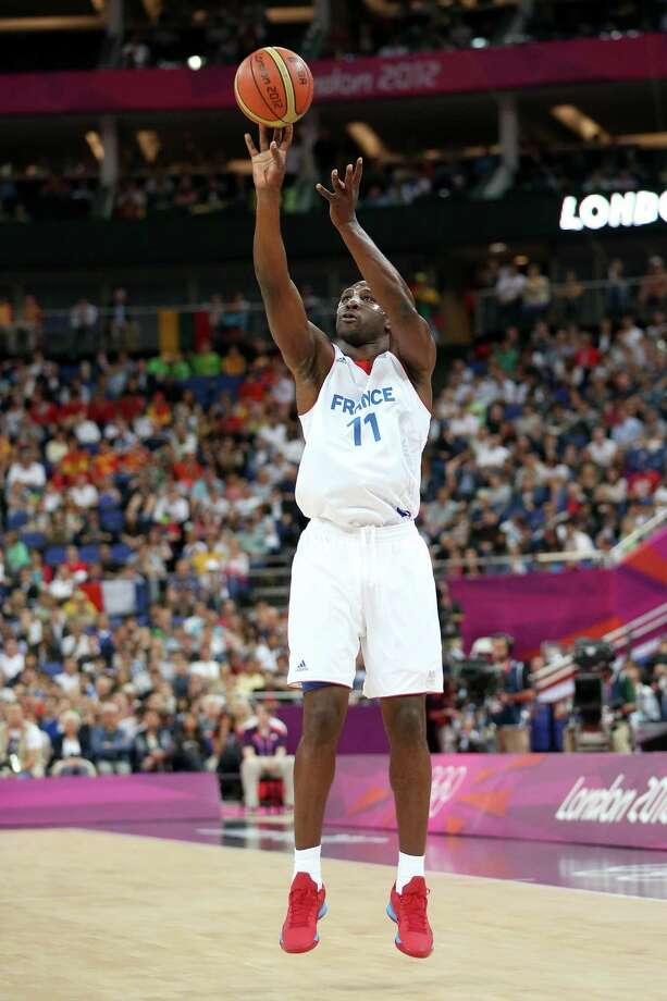 LONDON, ENGLAND - AUGUST 08:  Florent Pietrus #11 of France shoots the ball while taking on Spain during the Men's Basketball quaterfinal game on Day 12 of the London 2012 Olympic Games at North Greenwich Arena on August 8, 2012 in London, England. Photo: Christian Petersen, Getty Images / 2012 Getty Images