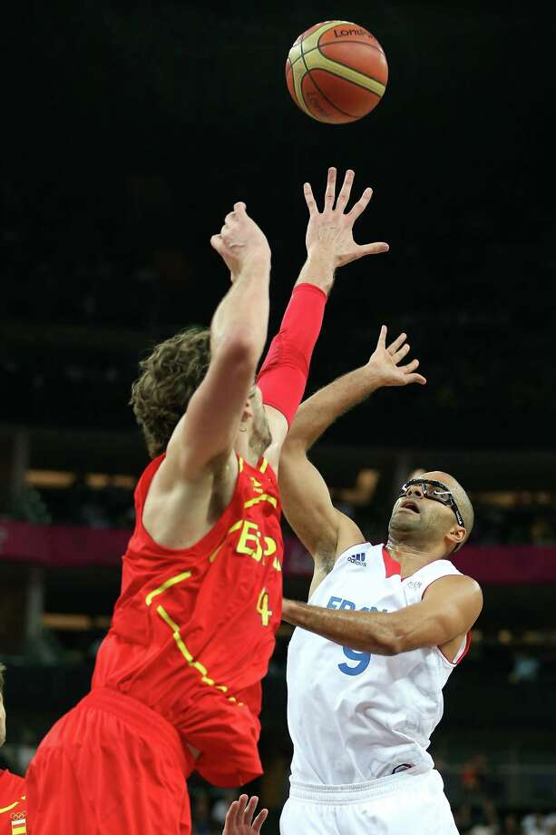 LONDON, ENGLAND - AUGUST 08:  Tony Parker #9 of France shoots over Pau Gasol #4 of Spain in the first half during the Men's Basketball quaterfinal game on Day 12 of the London 2012 Olympic Games at North Greenwich Arena on August 8, 2012 in London, England. Photo: Christian Petersen, Getty Images / 2012 Getty Images