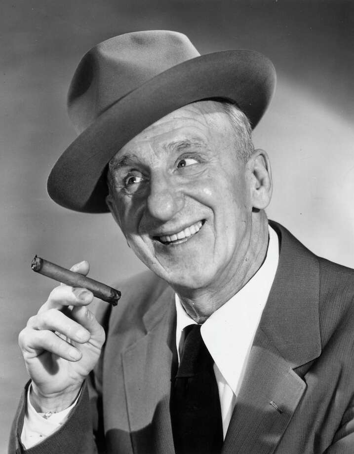 circa 1955: American comedian Jimmy Durante (1893 - 1980) smiling and holding a cigar. He wears a hat at an angle. Photo: Hulton Archive, Getty Images / Hulton Archive