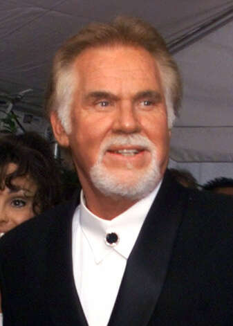 Kenny Rogers arrives at the TNN Country Music Awards in Nashville, Tenn., June 15, 2000. Photo: AL BEHRMAN, AP / AP
