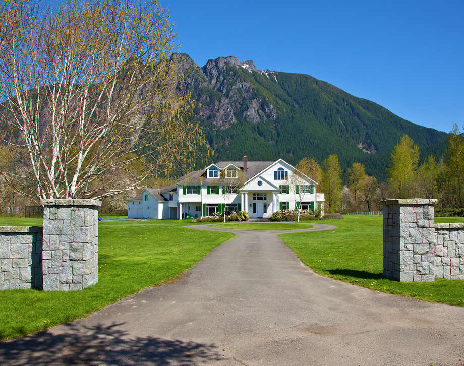 Driveway of a North Bend estate for sale for $12.5 million. Photo: Courtesy Of Beth Toomey/Coldwell Banker Bain