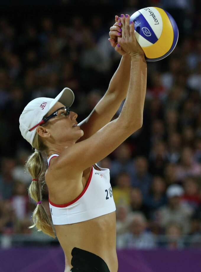 United States' Jennifer Kessysets a ball during the women's gold medal beach volleyball match against the other US team at the 2012 Summer Olympics, Wednesday, Aug. 8, 2012, in London. Photo: Ap