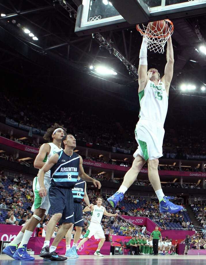 LONDON, ENGLAND - AUGUST 08:  Tiago Splitter #15 of Brazil dunks the ball in front of Pablo Prigioni #8 of Argentina in the first half during the Men's Basketball quaterfinal game on Day 12 of the London 2012 Olympic Games at North Greenwich Arena on August 8, 2012 in London, England. Photo: Christian Petersen, Getty Images / 2012 Getty Images