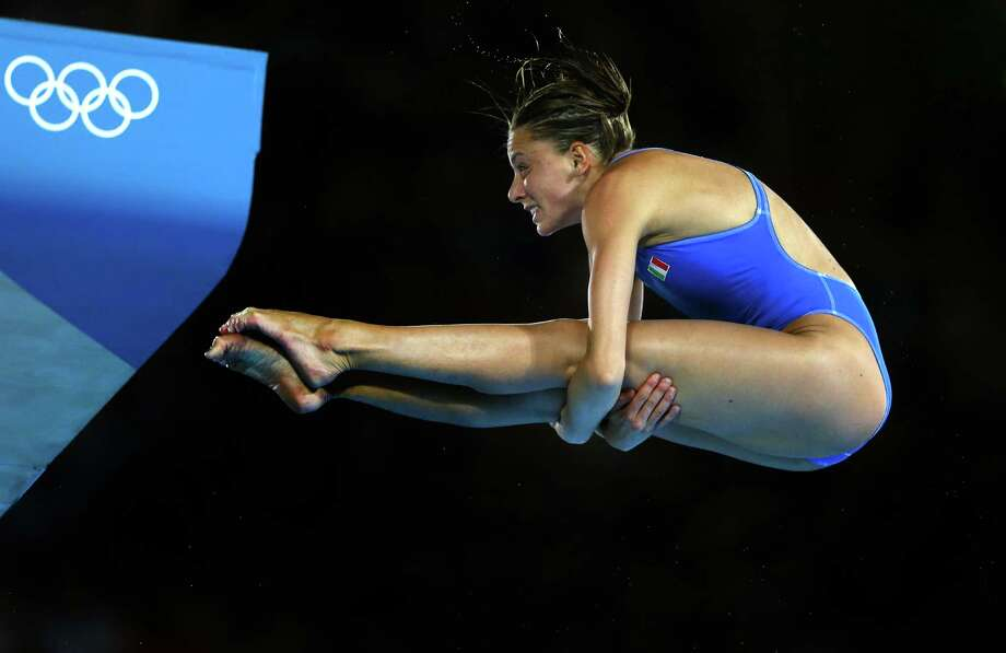 LONDON, ENGLAND - AUGUST 08:  Brenda Spaziani of Italy competes in the Women's 10m Platform Diving Preliminary on Day 12 of the London 2012 Olympic Games at the Aquatics Centre on August 8, 2012 in London, England. Photo: Al Bello, Getty Images / 2012 Getty Images