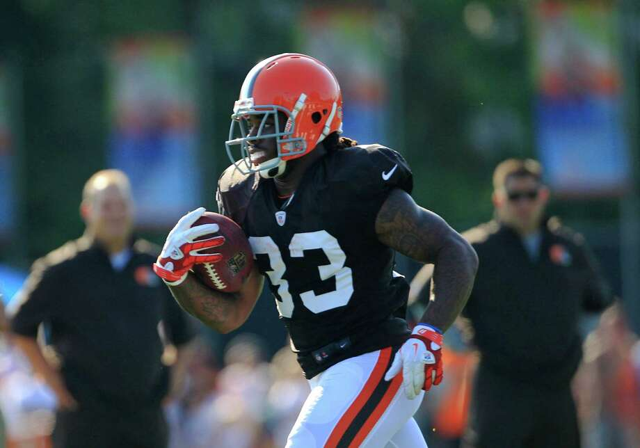 Cleveland Browns running back Trent Richardson runs the ball during NFL football training camp Sunday, July 29, 2012, in Berea, Ohio. (AP Photo/Tony Dejak) Photo: Tony Dejak, Associated Press / AP