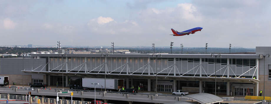 The city of San Antonio has experienced dramatic growth in air traffic with Mexico in the past year. Photo: Express-News File Photo / jdavenport@express-news.net
