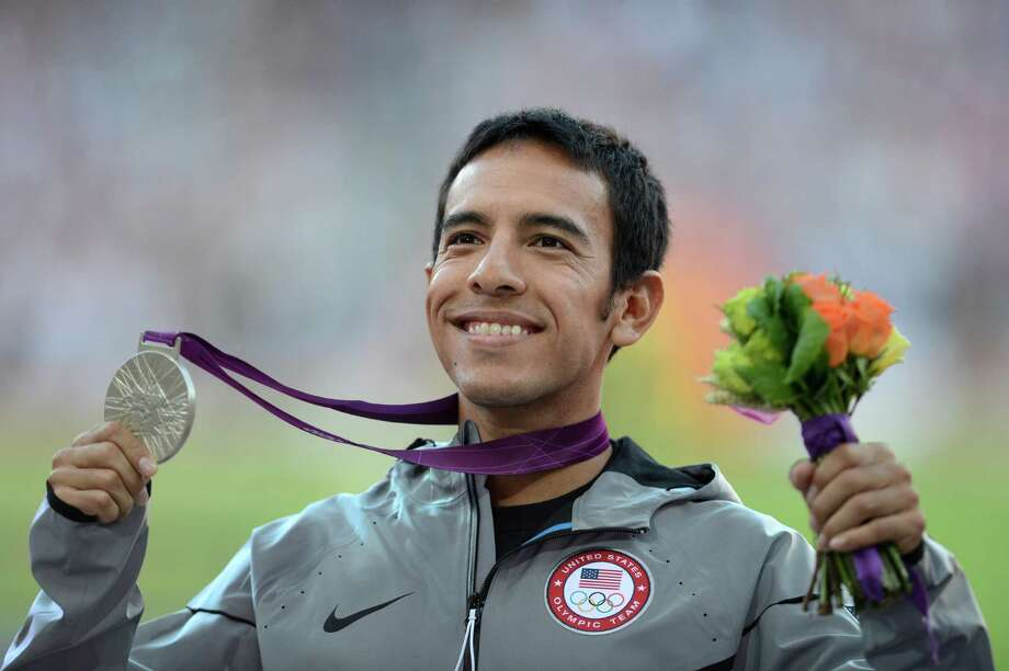US silver medalist Leonel Manzano celebrates on the podium of the men's 1500m at the athletics event of the London 2012 Olympic Games on August 8, 2012 in London. Photo: JOHANNES EISELE, Getty Images / AFP