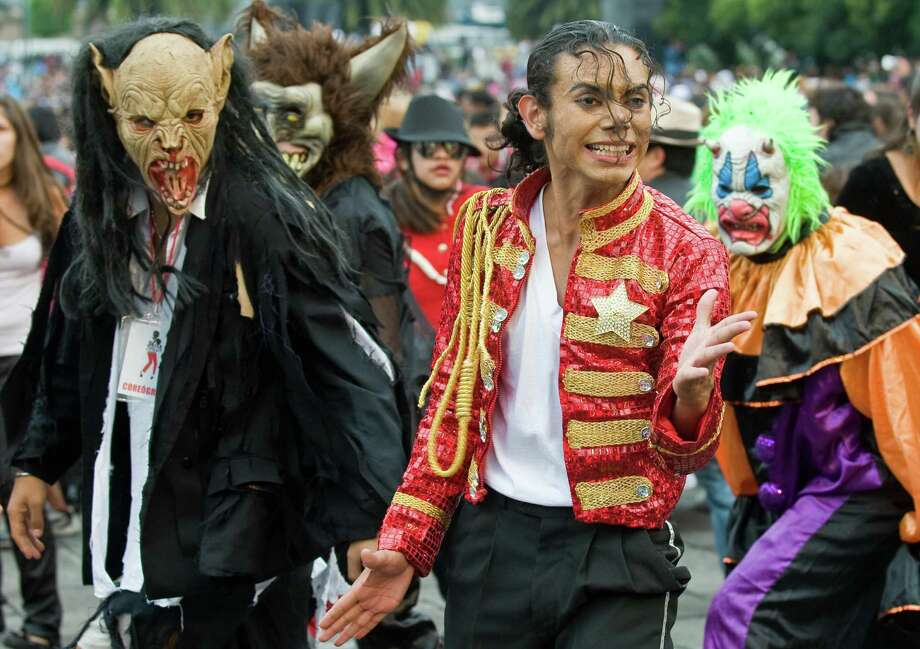 "Michael Jackson impersonator Hector Jackson was one of 12,937 Mexicans who set a new mass ""Thriller"" dance record in Mexico City on August 29, 2008, the day Michael would have turned 51. Photo: AFP/Getty Images"