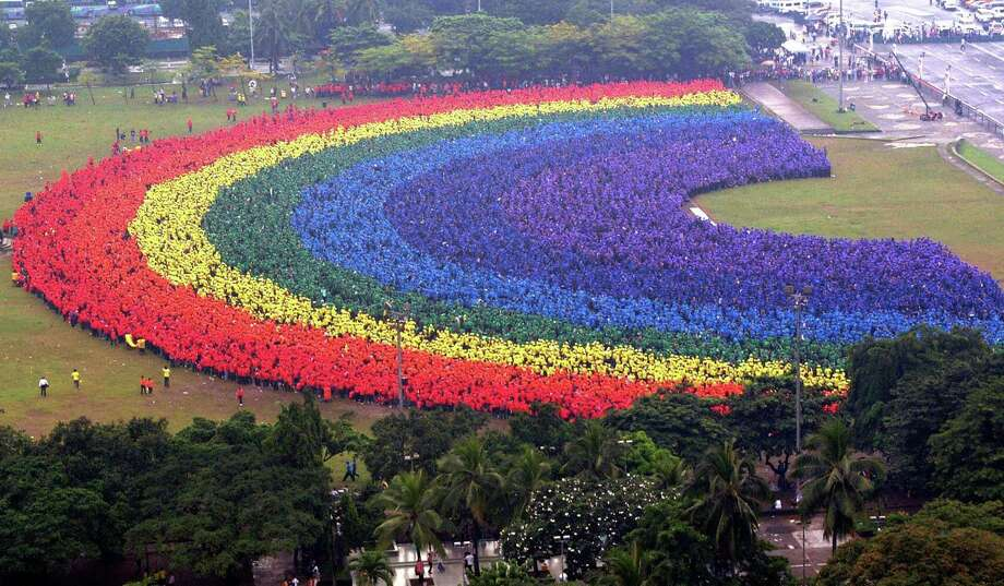 Here's the world's longest human rainbow, made up of 31,000 students, faculty and alumni of the Polytechnic University of the Philippines on September 18, 2004 in Manila. Photo: STR, AFP/Getty Images / k