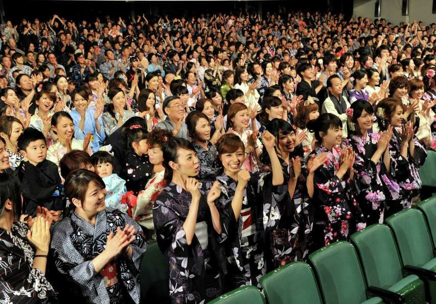 The yukata is a casual summer kimono. Here, 1,122 people set a new record for mass yukata wearing in