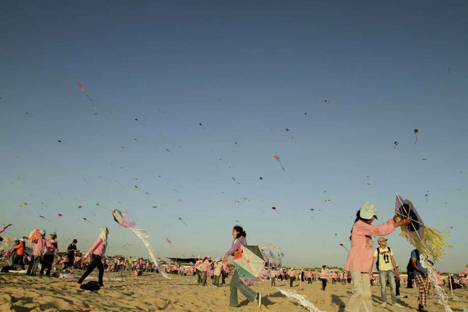 Our final Palestinian attempt is simultaneous kite flying, on July 28 2011. Photo: MOHAMMED ABED, AFP/Getty Images / k