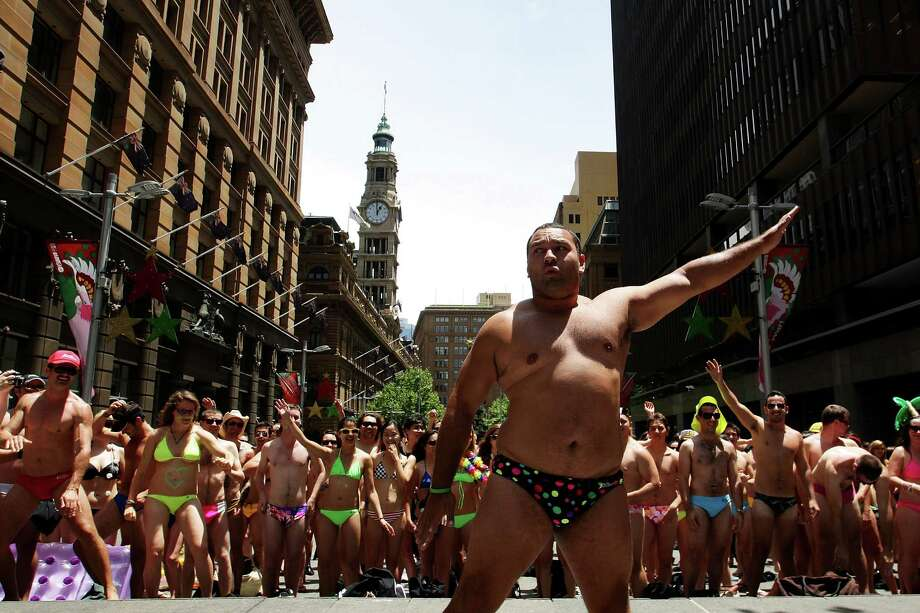 These lightly dressed Australians fell short of the record for the world's largest swimwear parade on December 3, 2010 in Sydney. Photo: Lisa Maree Williams, Getty Images / k