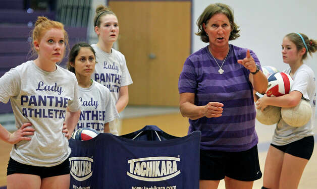 Phyllis Fowler brings 21 seasons and 539 wins on her head-coaching résumé to Navarro. Photo: Tom Reel, San Antonio Express-News / ©2012 San Antono Express-News