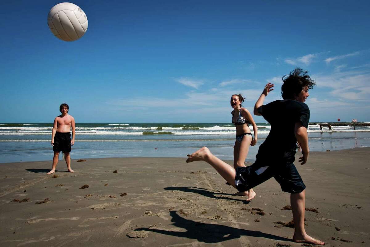 Play a game of volleyball on a Galveston beach. (Patrick T. Fallon / Houston Chronicle)