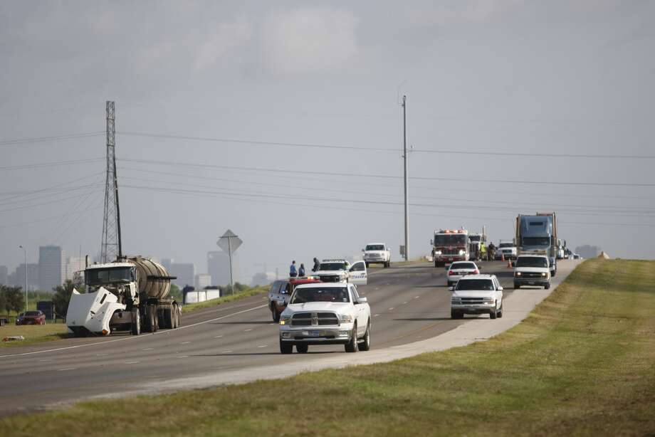 HFD hazmat crews clean up southbound 288 as traffic comes to a stop. (Nick de la Torre/Chronicle)