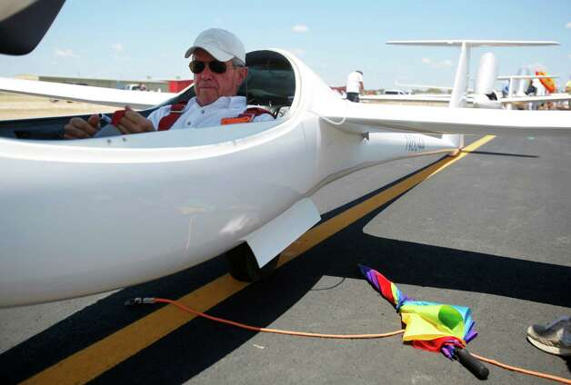 American pilot Dick Butler prepares Wednesday Aug. 8, 2012  to take off in his open-class glider, the Concordia, as he starts Day 4 of competition at the 32nd FAI World Gliding Championship being held at Garner Field airport in Uvalde. Photo: William Luther, San Antonio Express-News / © 2012 San Antonio Express-News
