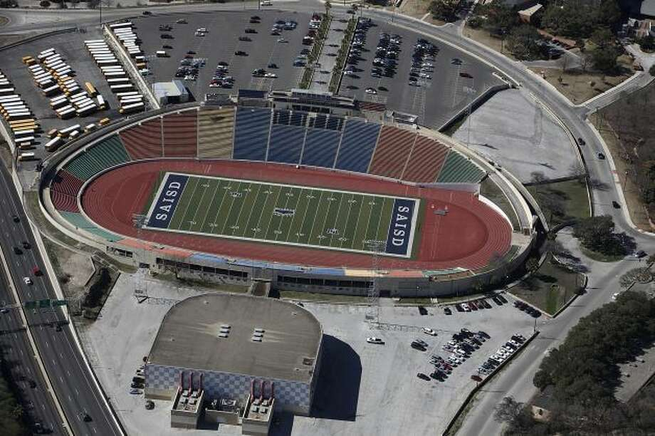 Check out the largest high school stadiums Alamo Stadium: The San Antonio stadium is the largest high school football stadium in the state of Texas. The stadium can seat 23,000 people.