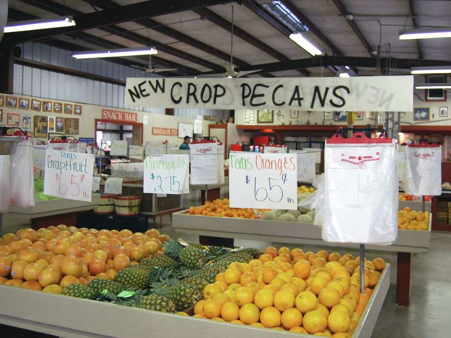 Pick up fresh produce at Froberg's Farm in Alvin. Photo: Wendy Rudnicki, For The Chronicle / Freelance