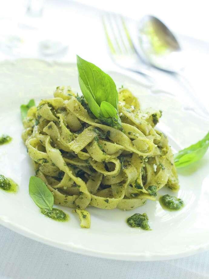 Tagliatelle pasta with pesto on white plate / Viktorija - Fotolia