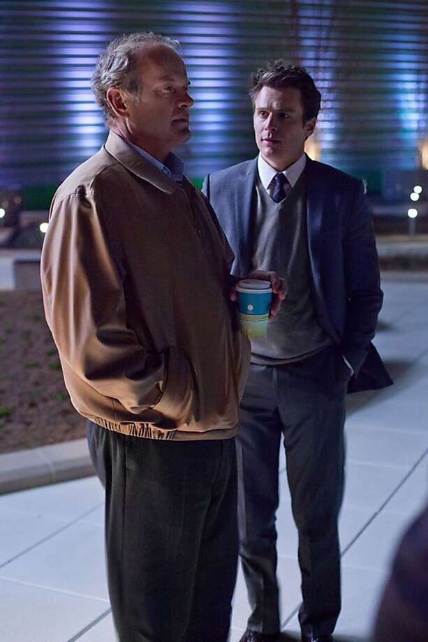 "Hospital Roof- Ian (Jonathan Groff) gives Kane (Kelsey Grammer) the update in ""Boss."" Photo: Chuck Hodes, Starz"