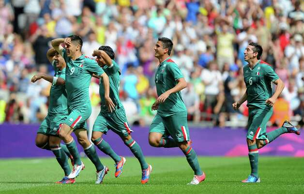 LONDON, ENGLAND - AUGUST 11:  Oribe Peralta #9 of Mexico celebrates scoring the opening goal with his team mates  during the Men's Football Final between Brazil and Mexico on Day 15 of the London 2012 Olympic Games at Wembley Stadium on August 11, 2012 in London, England. Photo: Michael Regan, Getty Images / 2012 Getty Images