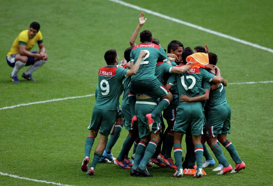 Mexico players celebrate winning the gold medal during the men's soccer final against Brazil on Satu