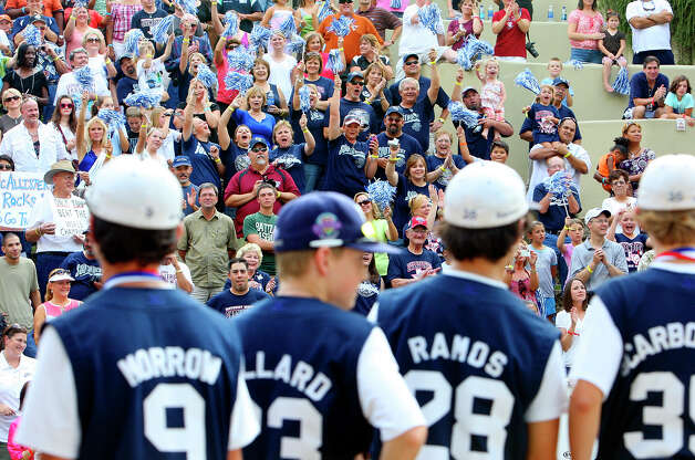 McAllister Park Little League All-Stars fans cheer for the team during the river parade celebration in the Arneson River Theater Sunday, Sept. 6, 2009. Photo: Edward A. Ornelas, San Antonio Express-News / eaornelas@express-news.net
