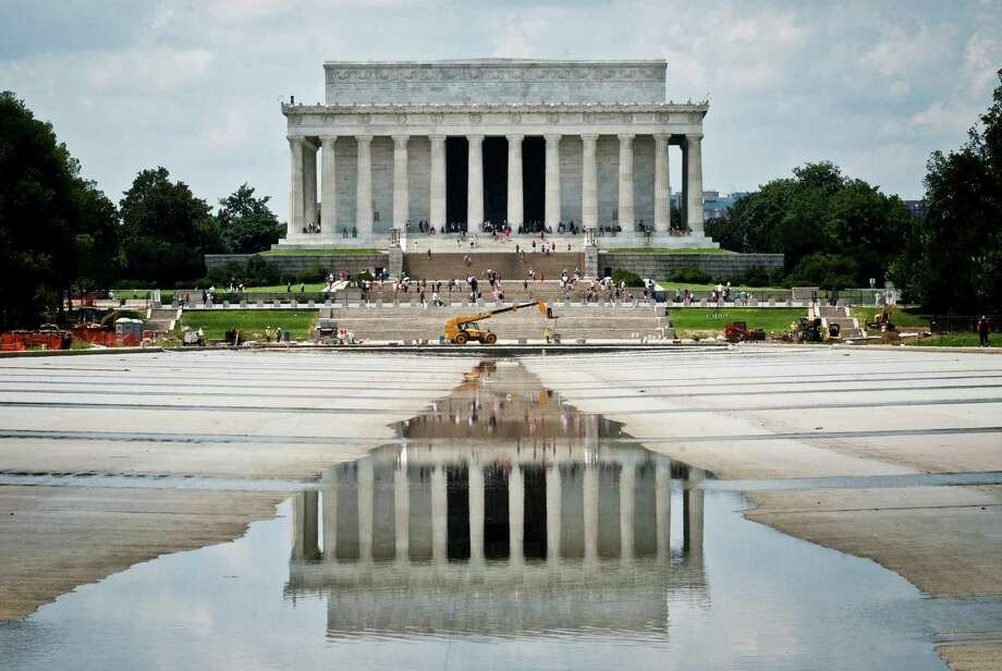 The National Park Service hopes to reopen the Lincoln Memorial Reflecting Pool in Washington to the public by the end of the month. The pool has been mostly empty for nearly 20 months as repairs have been made. Photo: Daniel C. Britt / The Washington Post
