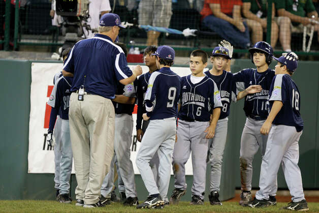 McAllister Park Little League Manager Mike Shull gathers his team after their loss to Chula Vista, Calif., 12-2, in the U.S. Championship game of the 2009 Little League World Series on Saturday, Aug. 29, 2009 in South Williamsport, Pa. Photo: Jerry Lara, San Antonio Express-News / glara@express-news.net