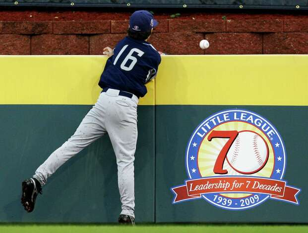 McAllister Park right fielder Jacob Ramos watches a home run ball go over the wall hit by Chula Vista, Calif., batter Bulla Graft in the first inning during a Little League World Series United States Championship baseball game, Saturday, Aug. 29, 2009, in South Williamsport, Pa. Chula Vista won 12-2 in four innings. Photo: Carolyn Kaster, Associated Press / AP