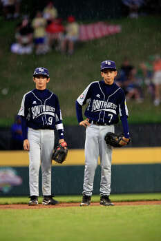 McAllister Park's Zachary Morrow (left) and Troy Montemayor wait in the rain before their game against Staten Island, N.Y., in the semifinals of the 2009 Little League Baseball World Series, Wednesday, Aug. 26, 2009 in South Williamsport, Pa. Photo: Jerry Lara, San Antonio Express-News / glara@express-news.net
