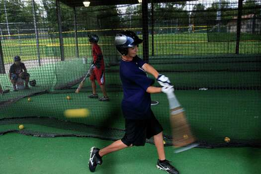 McAllister Park's Zach Morrow swings at faster than normal pitch in the batting cage at the Little League International complex in South Williamsport, Pa, Monday, Aug. 24, 2009. Photo: Jerry Lara, San Antonio Express-News / glara@express-news.net