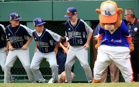 McAllister Park first baseman Jace Selsor (from left), substitutes Nicholas Smisek and Kyle Pollard dance with Dugout the mascot before start of their game against Logan County/Russellville Little League, Sunday, Aug. 23, 2009. McAllister went on to win 12-0. Photo: Jerry Lara, San Antonio Express-News / glara@express-news.net