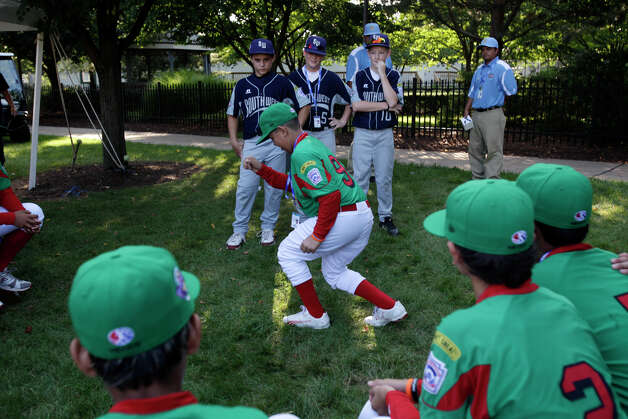 Mexico's Mario Cardenas entertains members of McAllister Park Little League players Nick Smisek (from left), Jace Selsor and Kyle Pollard during a a picnic before the fifth annual Grand Slam Parade through Williamsport, Pa., Thursday, Aug. 20, 2009. Photo: Jerry Lara, San Antonio Express-News / glara@express-news.net