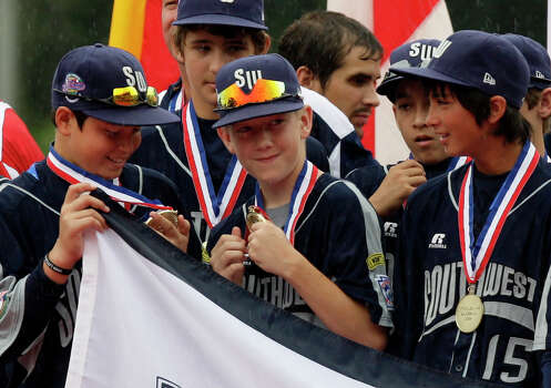 McAllister Park's John Shull (from left), Kyle Pollard and Drew Brooks check out their medals during the Opening Ceremonies of the 2009 Little League World Series in South Williamsport, Pa., Friday, Aug. 21, 2009. Photo: Jerry Lara, San Antonio Express-News / glara@express-news.net